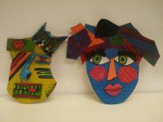 Máscaras de cartón coloridas hechas en manualidades para niños